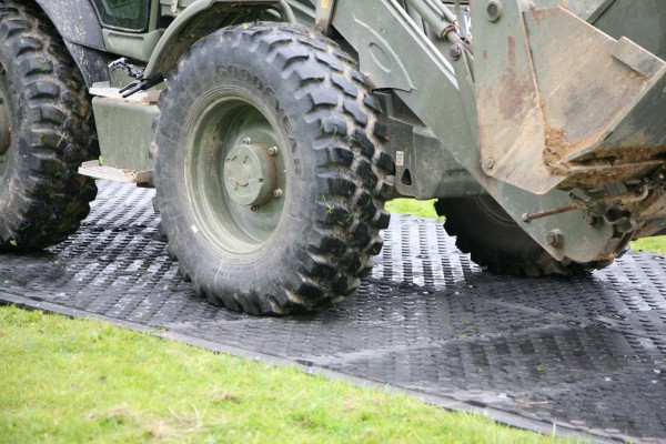 Military on MaxiTrack 1