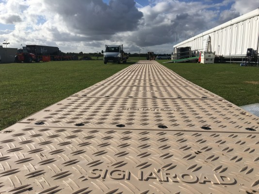 Signaroad composite mats in use